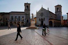Norcia in Umbrie door Steve #McCurry in 'Sensational Umbria' #kerk #italie | www.regioneumbria.eu