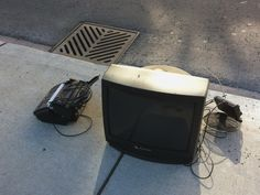 #FREE TV AND PRINTER COMBO! If you're passing by the OLD Chicken Outfit HQ, help yourself! #curbAlert
