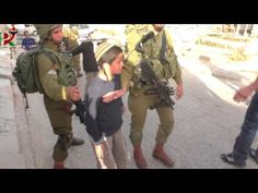 Israeli settlers attacks palestinian in Tel Rumeida by stones