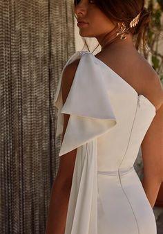 Alma J Bridal Boutique has the wide range of international & NZ designer labels of bridal gowns in Auckland, NZ. Boho Wedding Dress, Bridal Dresses, Wedding Gowns, Bridesmaid Dresses, Civil Wedding Dresses, Mermaid Wedding, Lace Wedding, Pronovias, Lillian West