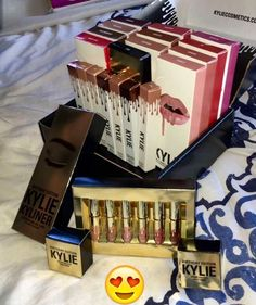 Pinterest: harmonizer Kylie Makeup, Kylie Jenner Lipstick, Kylie Lip Kit, Kiss Makeup, Makeup Goals, Kylie Jenner Makeup Products, Kyle Cosmetics, Makeup Cosmetics, High End Makeup