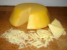 Házi trappista sajt Hungarian Cuisine, Hungarian Recipes, Wine Recipes, Vegan Recipes, Cooking Recipes, Homemade Cheese, Gourmet Gifts, Herb Butter, Cheese Recipes
