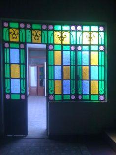 ventanas antiguas de hierro - Buscar con Google Casa Loft, Stained Glass Door, Log Furniture, Luz Natural, Inspired Homes, Home Deco, Ideas Para, Sweet Home, Patio