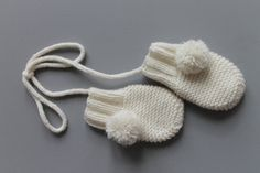 Baby+mittens+in+cashmere+wool++with+pompom+and+link.+by+fallinlo,+€38.00