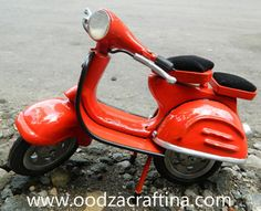 This mimiature scooter looks Dynamic and fresh, so fun