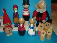 Eesti, Soome ja muud - Estonian, Finnish, and others. The pair of dolls in the front center are Salmpartner (or Salvo?) dolls representing Finland; the doll in the back left with the red and blue hat is a Salvo doll from Järva-Jaani.