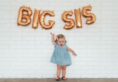 Creative big sister pregnancy announcement —- use pink balloons Baby Number 2 Announcement, Second Baby Announcements, Big Sister Announcement, Pregnancy Announcements, Creative Pregnancy Announcement, Foto Baby, First Pregnancy, Pregnancy Tips, Women Pregnancy