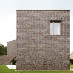 Three-pronged Villa Moerkensheide  frames a trio of garden terraces