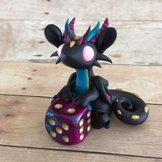 For the longest time I've just given my dragons D20s but then I saw these pretty 6 sided dice and thought why don't I give them those too? Love this little guys colors :) #dragonsandbeasties #dragon #dice #d6 #dicedragon #diceholder #clay #premo #sculpey #sculpture