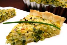 Tarta de Puerros (Leek Tart): A great vegetarian option with lots of flavor. Leek Tart, Leek Pie, Argentina Food, Argentina Recipes, Latin American Food, Hispanic Kitchen, Love Eat, Appetizer Recipes, Appetizers