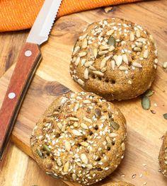 Baking/Leivonta: Carrot rolls/porkkanasämpyläti