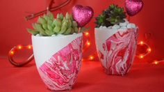 DIY Marbled Planters (try technique on rocks) Crafts To Do, Crafts For Kids, Arts And Crafts, Easy Crafts, Diy Art, Craft Projects, Projects To Try, Deco Nature, Cool Diy