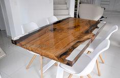 azimut resine ha realizzato questo tavolo in rovere immerso in resina epossidica per una deliziosa casa nei pressi di Zurigo, lignum by Azimut design We've done a beautiful table with an oak section fully embed in clear resin, Lignum by Azimut design.