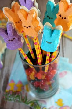 These White Chocolate Peeps Pops are not only yummy and super easy to make but they double as an Easter centerpiece. So easy for kids to make too!