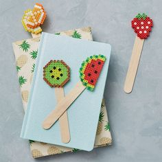Kids will love making these quick and colorful fruit bookmarks—great for sharing and trading! Easy Perler Bead Patterns, Diy Perler Beads, Pearler Beads, Fuse Beads, Pixel Beads, Beaded Bookmarks, Iron Beads, Melting Beads, Perler Bead Art