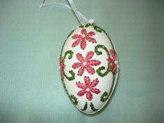 embroidered eggs - hímzett tojás
