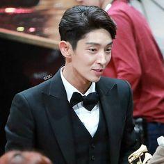 Still can't move on from SAF edition So gorgeous...his smiling is contagious  SBSDramaAward 20161231  #ScarletHeartRyeo#actorleejunki #jgfighting #leejoongi_iranianfans #leejoongioppa  #jgstyle #ljg  #leejunkiindonesia #leejunki #leejoongi #jgshock #leejoonki #actor_jg #jgfamily #joongi #junki #jgshockactor #joongi_lee #joongilee #이준기 #달의연인보보경심려 #달의연인_보보경심려 #달의연인  #보보경심려 #보보경심_려  #イジュンギ #李準基 #月の恋人 #李准基 repost @uoh_momo