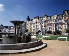 Basic facts, sights, history and personally tested hotels in Marianske Lazne (also known as Marienbad). European Countries, Czech Republic, Places To Go, Vacation, Mansions, Country, House Styles, Places, Mansion Houses