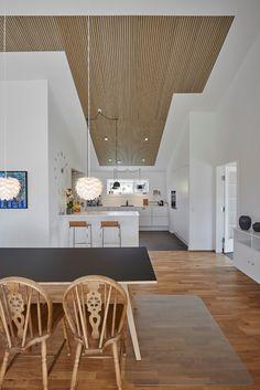 Bolig Akustik, skaber rammerne for et godt samtalemiljø. Home Gym Design, Loft, Recessed Ceiling, Kitchen Room Design, Condo Decorating, New Homes, Dining Table, Indoor, Living Room