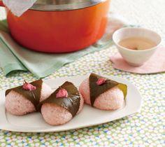 【桜餅】桜の葉の豊かな香りと、やさしい口あたり。ほんのり色づいた姿が美しい、伝統的な春の和菓子です。   http://www.lecreuset.jp/community/recipe/sakuramochi/