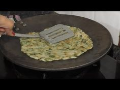 Sanjana Kukreja is making Sindhi Traditional Dish Chehra Dhoda. Also Known as Sindi Koki, It is a very Tasty and. Indian Breakfast, Naan, Tasty, Make It Yourself, Dishes, Cooking, Healthy, Youtube, Recipes
