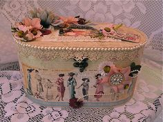 What a stunning A Ladies' Diary altered Travel Case from Designs Designs Gonzalez! Love those flowers on top. What a beautiful idea! Shabby Chic Crafts, Vintage Crafts, Vintage Shabby Chic, Shabby Chic Decor, Scrapbook Box, Scrapbooking, Altered Cigar Boxes, Paper Crafts, Diy Crafts