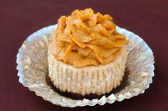 cinnamon cheesecake with pumpkin pie frosting
