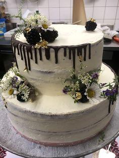 Naked Cake für eine Hochzeit auf einem Berg mit den Blumen von der Bergwiese Catering, Berg, Cake, Desserts, Pink, Fine Dining, Caramel, Good To Know, Wedding Cakes