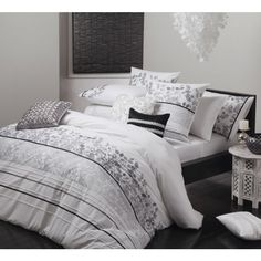 Ellory White Quilt Cover Set by Logan & Mason Platinum