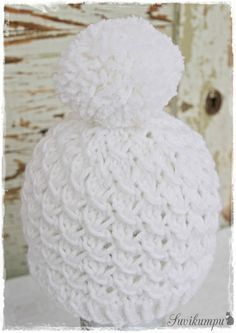 Lupaamani tupsupipon ohje tulee tässä! Harmaan pipon olen kutonut Vikingin Odinista. (18 s=10 cm) n:o 5,5 pyöröpuikoilla ... Diy Crochet And Knitting, Crochet Hats, Knitting Patterns, Crochet Patterns, Drops Design, Beautiful Crochet, Handicraft, Knitted Hats, Needlework