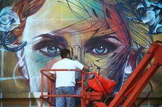 Né en 1989, Alexandre Monteiro dit Hopare est un artiste graffeur qui mélange abstrait et figuration afin de créer une ...