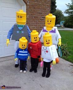我們看到了。我們是生活@家。: 我們是LEGO樂高一家人!^^ 這一家人參加了Costume-Works.com的2013年自製萬聖節服裝比賽