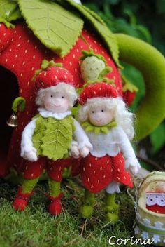 Viltcreaties Corina: Aardbeien theehuis! Waldorf Crafts, Waldorf Dolls, Strawberry Crafts, Hedgehog Craft, Felt Fairy, Clothespin Dolls, Tiny Dolls, Flower Fairies, Felt Toys