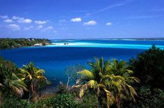 Bacalar, also known as the lagoon of seven colors, is the second largest lake in Mexico and because of its clarity and beautiful shades of turquoise is considered by some to be one of the most beautiful in the world.
