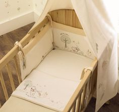 A stunning Cot / Cotbed Bumper from the Organic Pooh range at Babies R Us. Winnie The Pooh. The one in the photo is the one in My Son's nursery. Excellent Used Condition.