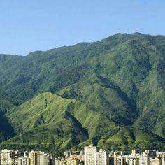Fotografía del Ávila cortesía de @collado.17  #LaCuadraU #GaleriaLCU #ElAvila #PulmonNatural #Caracas #CaracasNatural