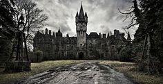 http://viuaki.com.br/belas-fotos-castelo-abandonado/
