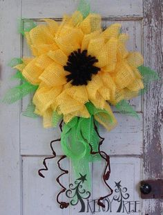Trendy Tree Tutorial for Yellow Paper Mesh, Pencil Wreath, Wired Roping, Tinsel Flex Tubing Wreath Crafts, Diy Wreath, Flower Crafts, Diy Flowers, Paper Flowers, Wreath Ideas, Burlap Flowers, Wreath Making, Paper Flower Tutorial