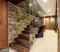 Las escaleras interiores resuelven la comunicación vertical…