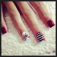 Love e righe per la nail art di San Valentino