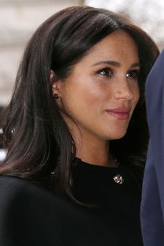 Meghan Markle Wore Earrings From New Zealand's Prime Minister While Offering Condolences To The Mosque Shooting Victims Estilo Meghan Markle, Meghan Markle Hair, Meghan Markle Style, Megan Markle Nose, Prinz Harry Meghan Markle, Meghan Markle Prince Harry, Harry Et Meghan, Prince Harry And Megan, Lady Diana