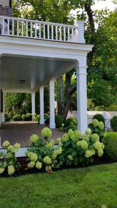 There are lots of pergola designs for you to choose from. You can choose the design based on various factors. First of all you have to decide where you are going to have your pergola and how much shade you want. Front Yard Landscaping, Backyard Patio, Landscaping Ideas, Farmhouse Landscaping, Pergola Ideas, Patio Ideas, Porch Ideas, Southern Landscaping, Pergola Kits