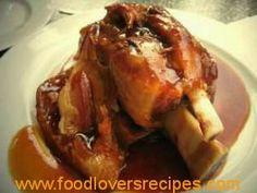 Eishbein Idees Tydskrif Kos & Onthaal EISBEIN Varkvleis-en-tamatiebredie met speserye Varkskenkels word dikwels voorgesit as eisbein. Pork Recipes, Cooking Recipes, Yummy Recipes, Recipies, Tapas, Kos, Lamb Ribs, Pork Ham, South African Recipes