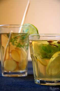 kardamónový čaj s mätou a citrónom / čaj z ďumbiera a citrónovej trávy Pickles, Cucumber, Food And Drink, Drinks, Drinking, Beverages, Drink, Pickle, Zucchini