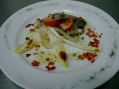 Endives salad with caramelized onion and mushroom slices whith a lime vinagrette