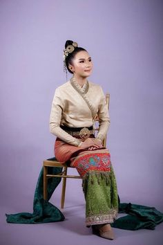 Tai Khuen ethnic, ไทเขิน ไตขึน Myanmar Traditional Dress, Traditional Dresses, Lace Skirt, Sequin Skirt, Thai Dress, Burmese, Photo Poses, Ethnic, Thailand