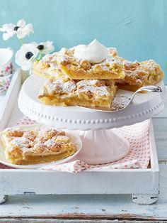 Leicht säuerlicher Apfel und eine süße Baisercreme - so mögen wir Apfelkuchen vom Blech am liebsten!