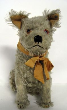 Love the face on this 12'' German Steiff mohair dog with button, ca 1920.