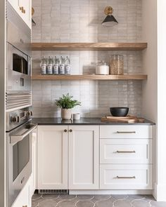 Rebekah Westover (@rebekahwestoverphotography) • Instagram photos and videos Kitchen Nook, Kitchen Reno, New Kitchen, Kitchen Remodel, Kitchen Dining, Kitchen Cabinets, Basement Kitchen, Compact Kitchen, Kitchen Pantry