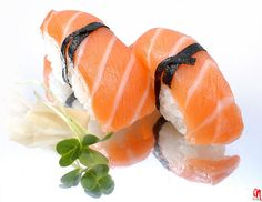 Sashimi with carrot and soy sauce.Sashimi is simply raw fish,cut into thin,small pieces and served with a fresh vegetables. Nigiri Sushi, Sashimi, Sake Sushi, Sushi Love, Bento, Sushi Comida, Kinds Of Sushi, Homemade Sushi, Gastronomia